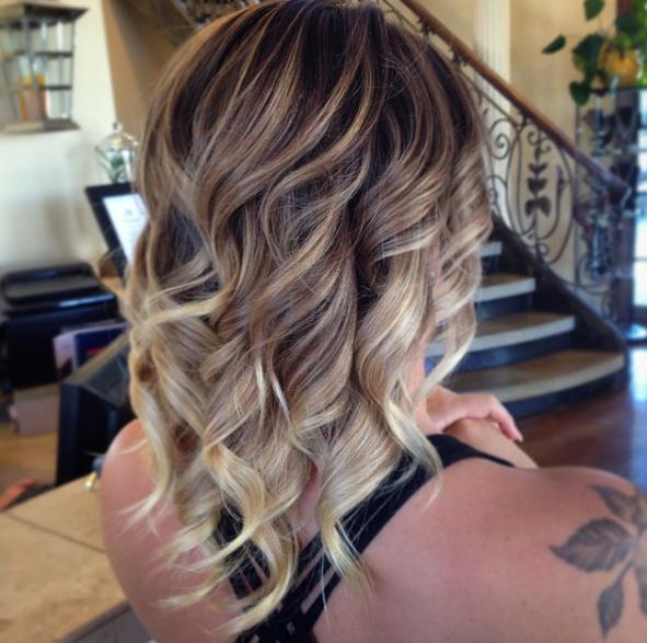 Weihnachten 2017 Lange blonde geschichtete Frisuren und Haarschnitte