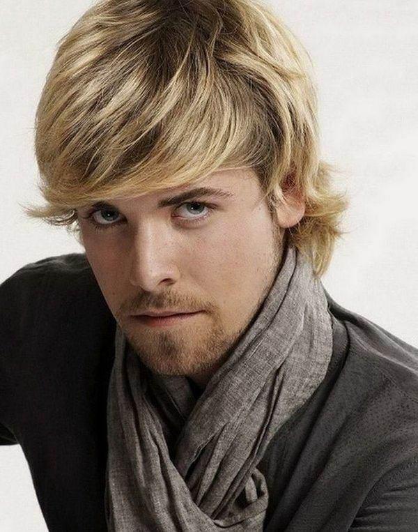 Lange blonde lockige Frisur