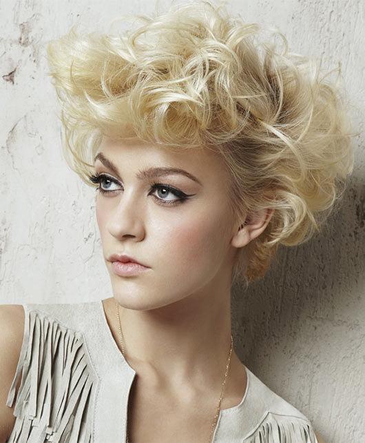 Glamorous Medium Curly Frisuren für blonde Frauen lange Gesichter