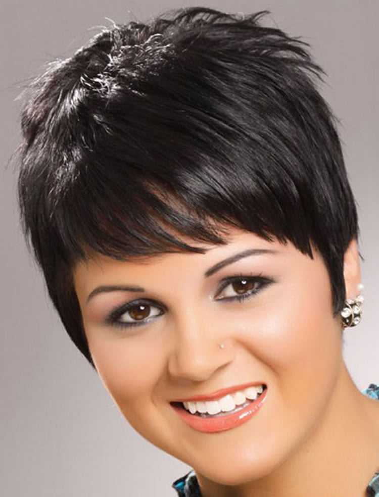 Hairstyles For Round Faces 27 Lovely Haircut Ideas