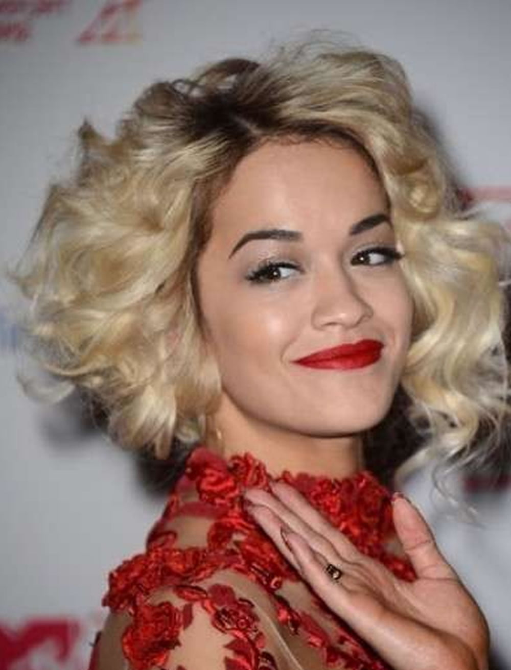 2018 Curly Bob Hairstyles for Women - 17 Perfect Short ...