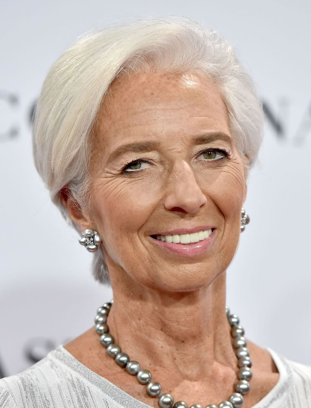 Watch Short Haircuts For Women Over 50 To Suit The Most Demanding Ladies video