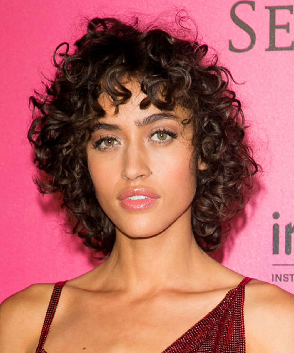 22 Glamorous Curly Hairstyles And Haircuts For Women