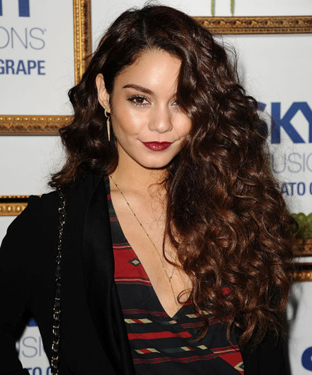 22 Glamorous Curly Hairstyles and Haircuts for Women ...