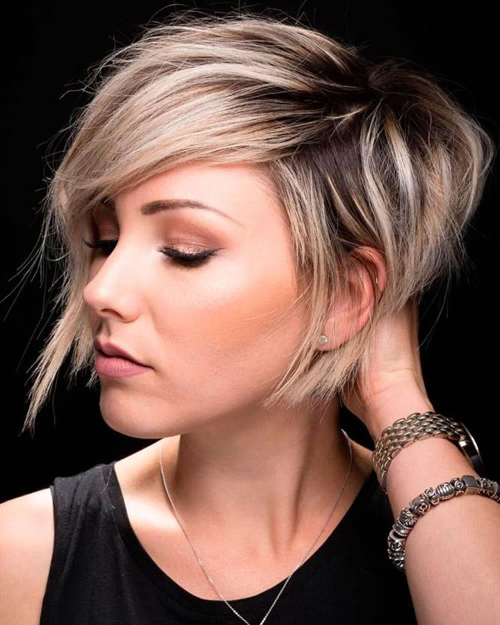 Top Hairstyles 2019: Short Haircuts And Make-up Preferences For 2018-2019