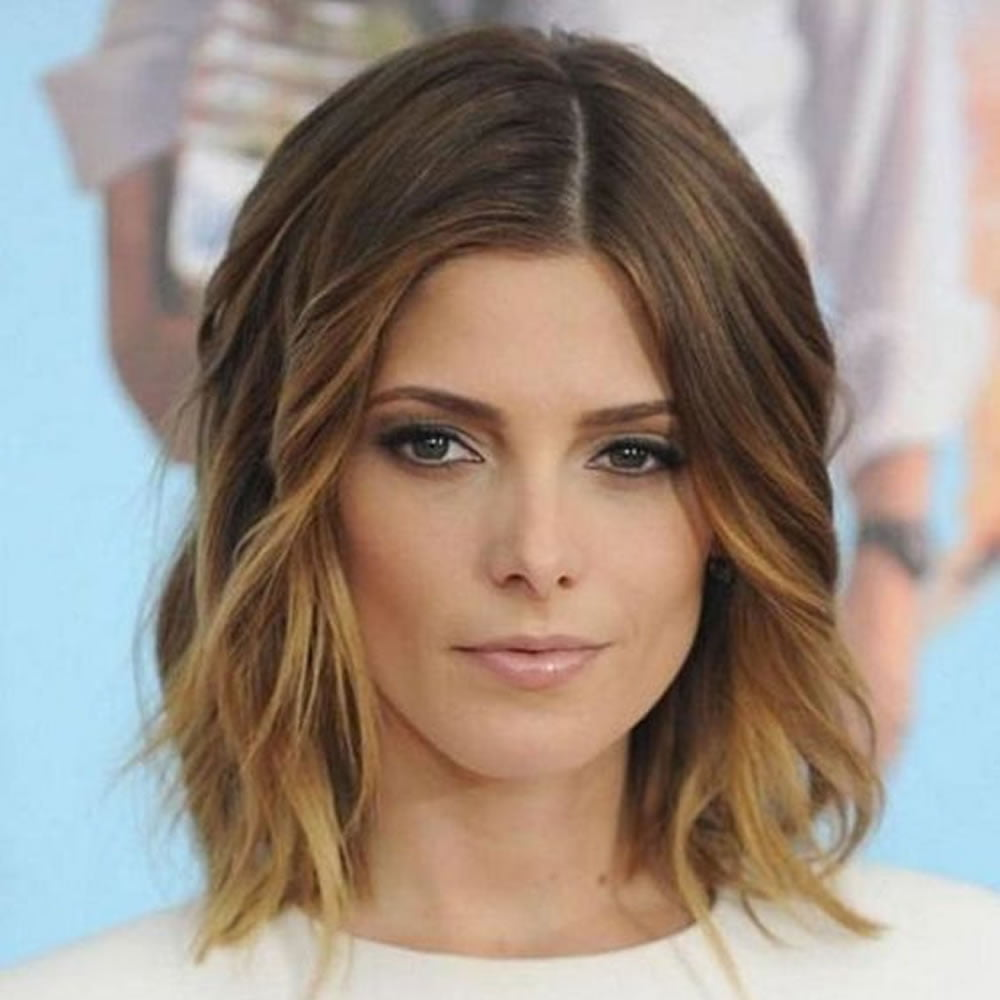 Center Parted Wavy Short Hairstyles and Haircuts for 2018-2019