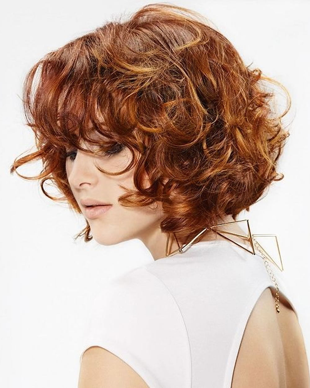 Стрижки для вьющихся волос (66 фото короткие, средние, длинные прически) 30