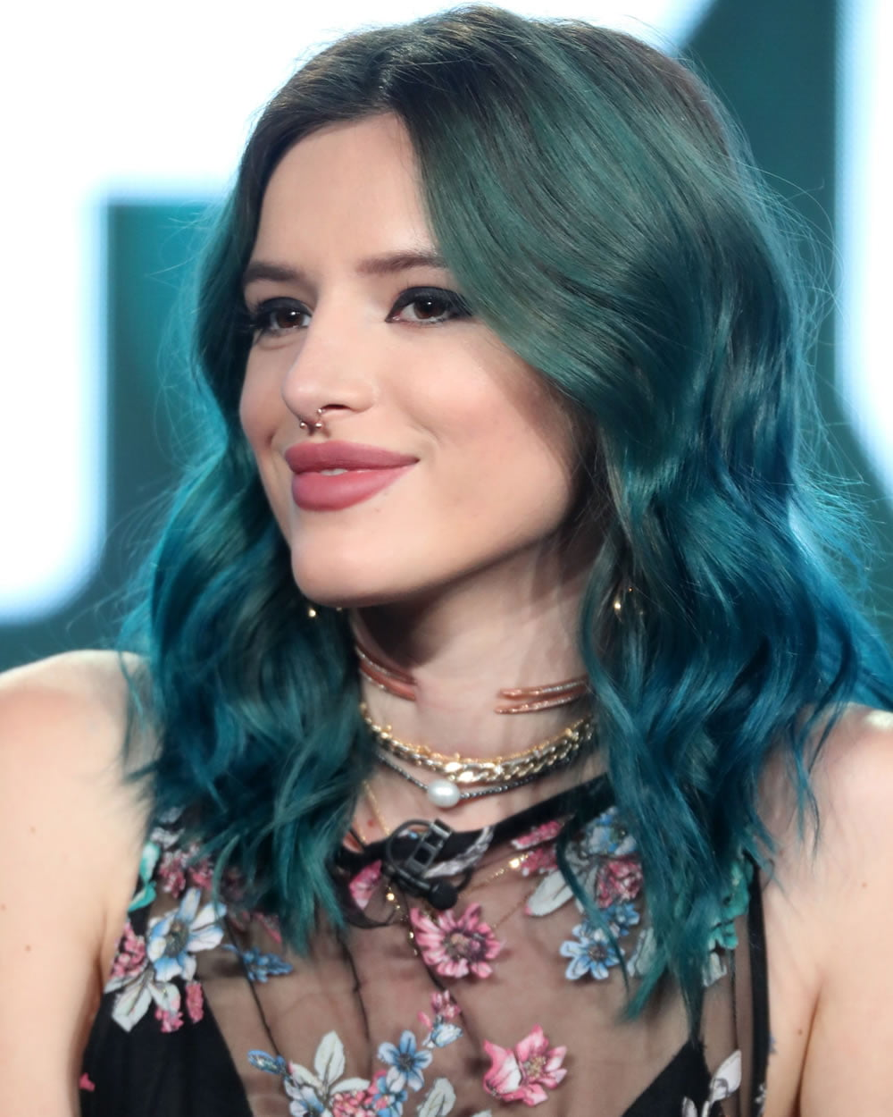 2018 Medium Haircuts for Attractive Woman - Medium Lenght Hair Cut Image