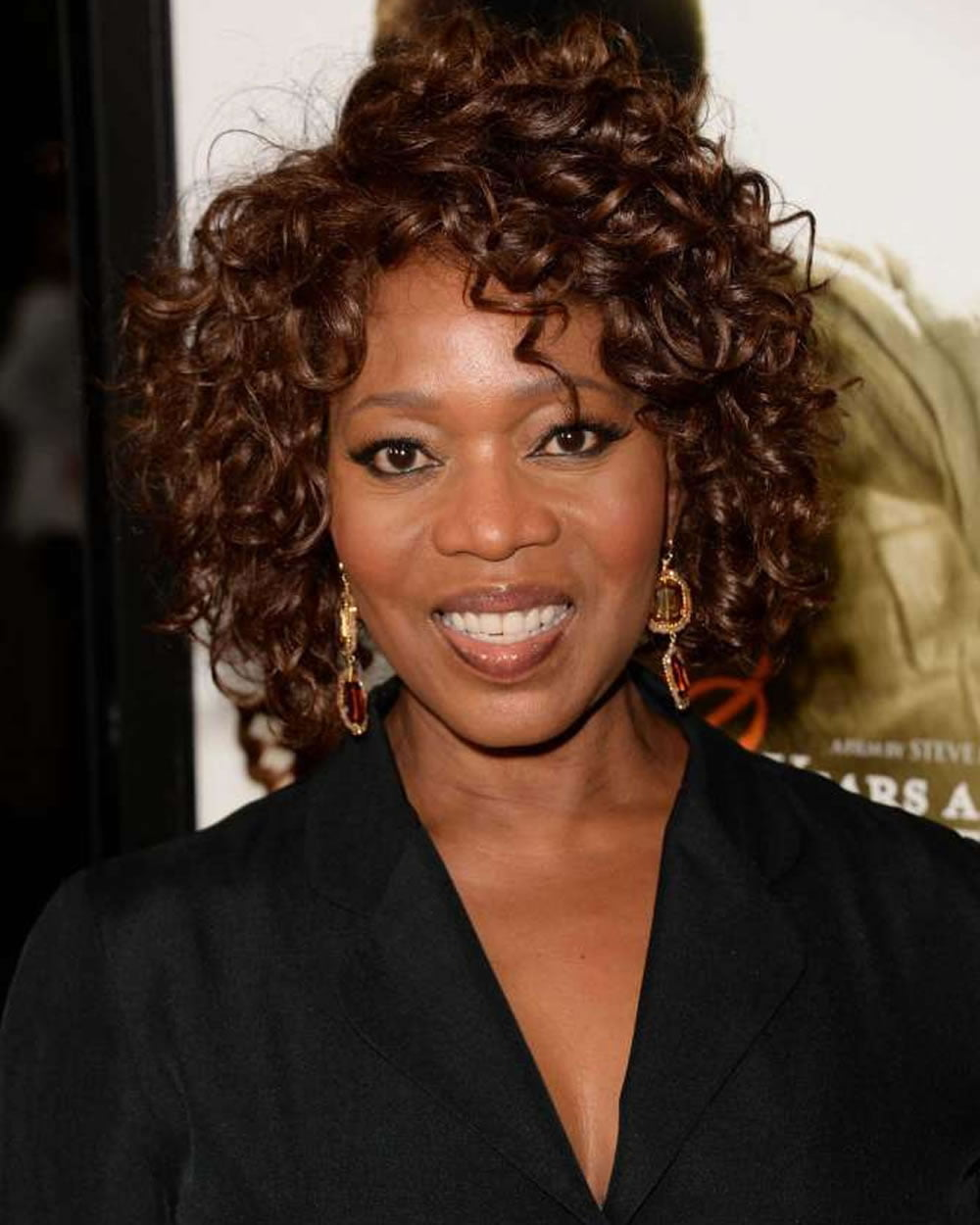 Trendy Wavy & Curly Haircuts for Older Women   Short ...