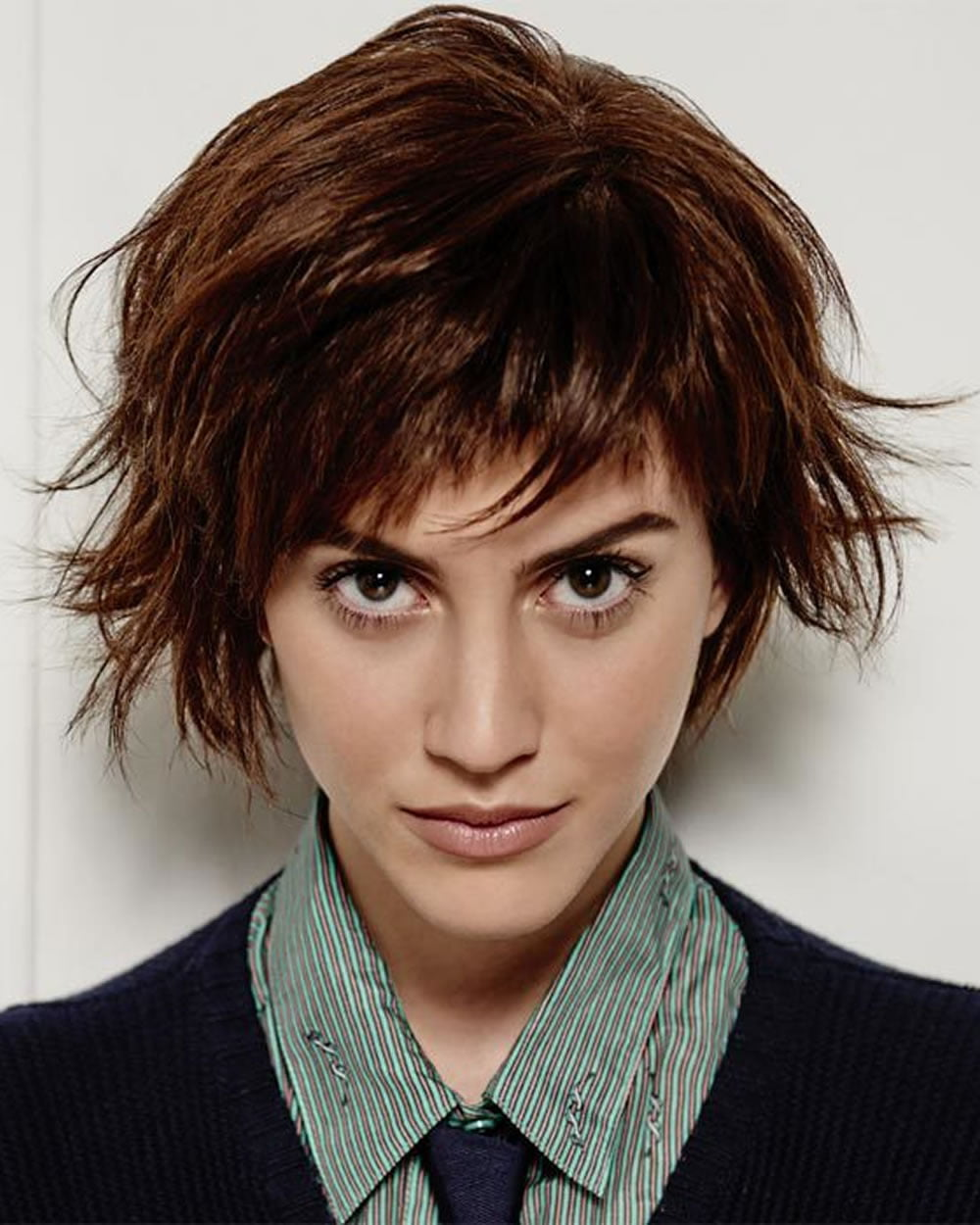 Latest Short Haircuts for Women: Curly, Wavy, Straight ... - photo #42