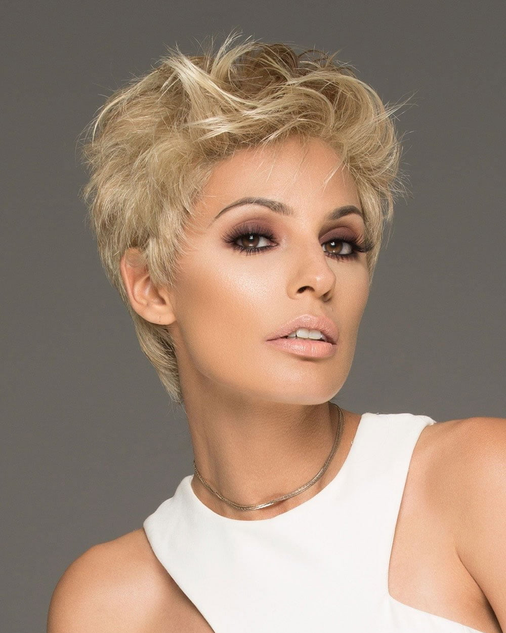 25 Ultra Short Hairstyles + Pixie Haircuts & Hair Color