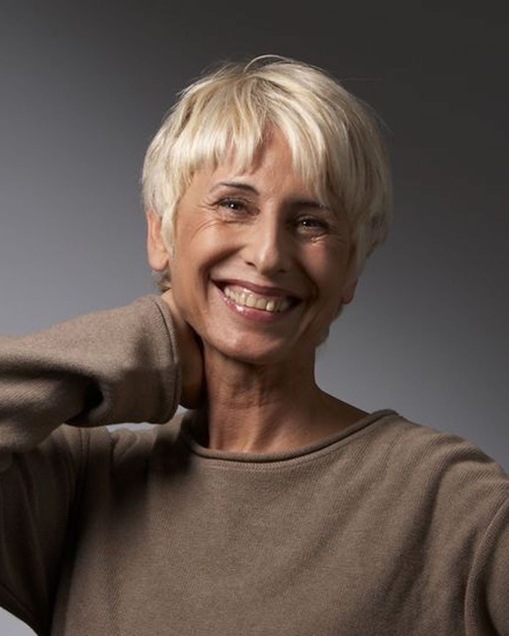 new short pixie hairstyles for older women