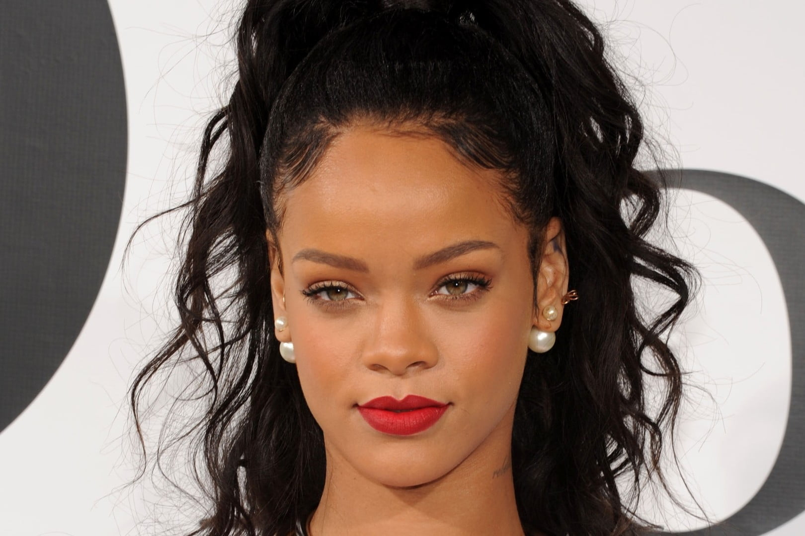 Rihanna Hairstyles 2016-2017 Curly Long Black Hair
