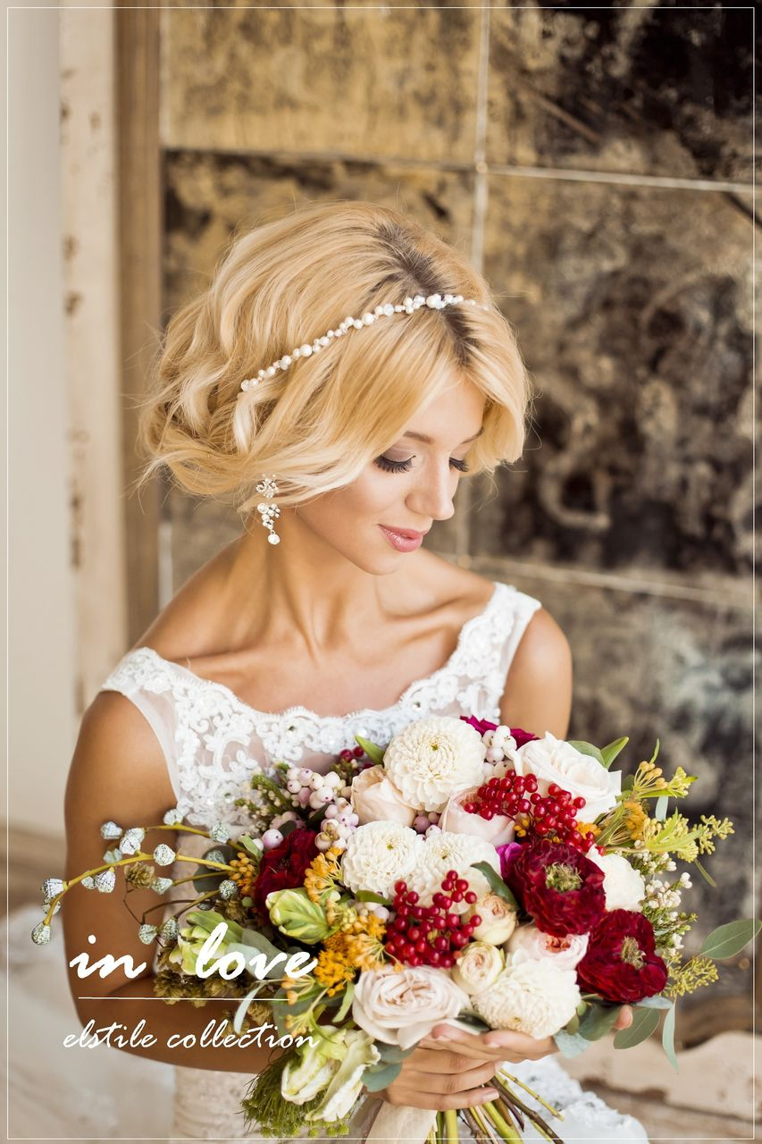 Incredible Wedding day Medium Blonde Hairstyles for Bride with crowned in 2017