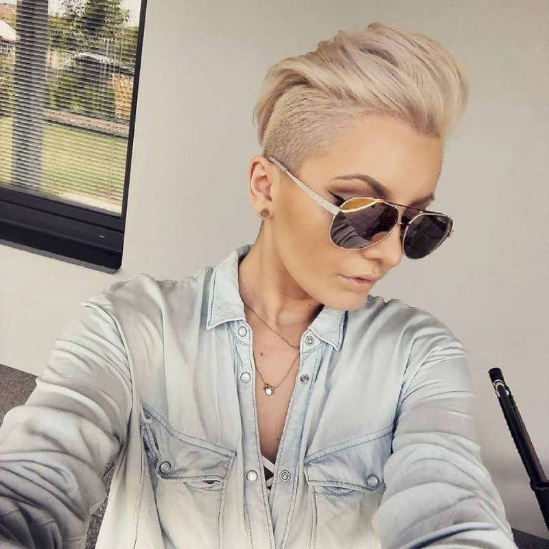 Short Gray Hairstyles with accessory 2017