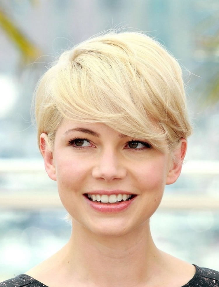Hottest Pixie hairstyles with bangs for blonde women