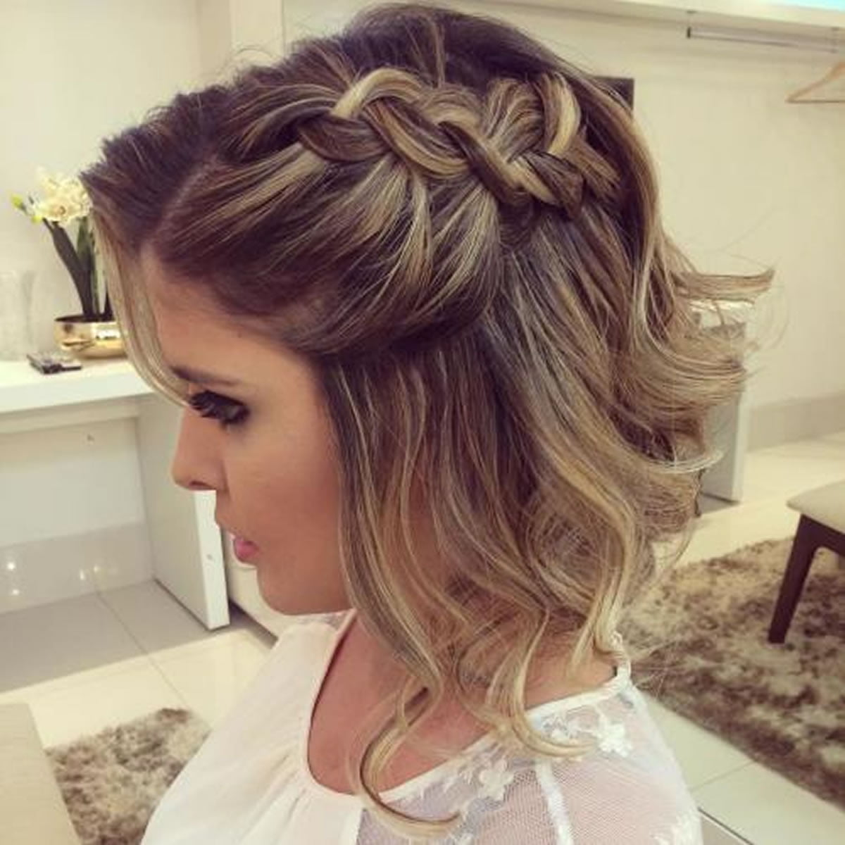 Hairstyles at the prom in 2019 for grades 9 and 11 17