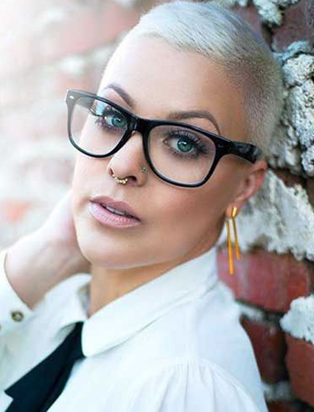 short grey hair for women with glasses – hairstyles