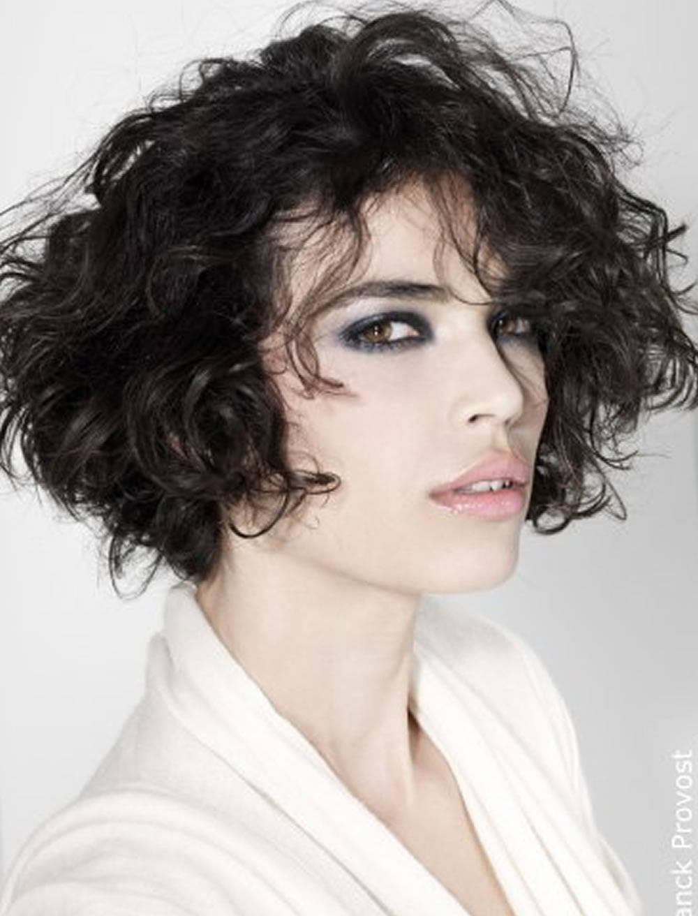 Curly Bob Haircuts for Oval Faces