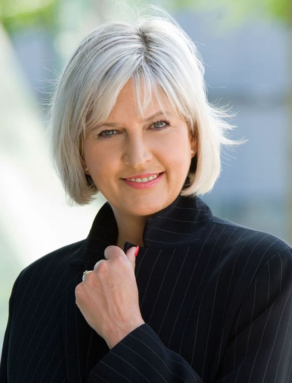 Hairstyles and Haircuts for Older Women Over 50