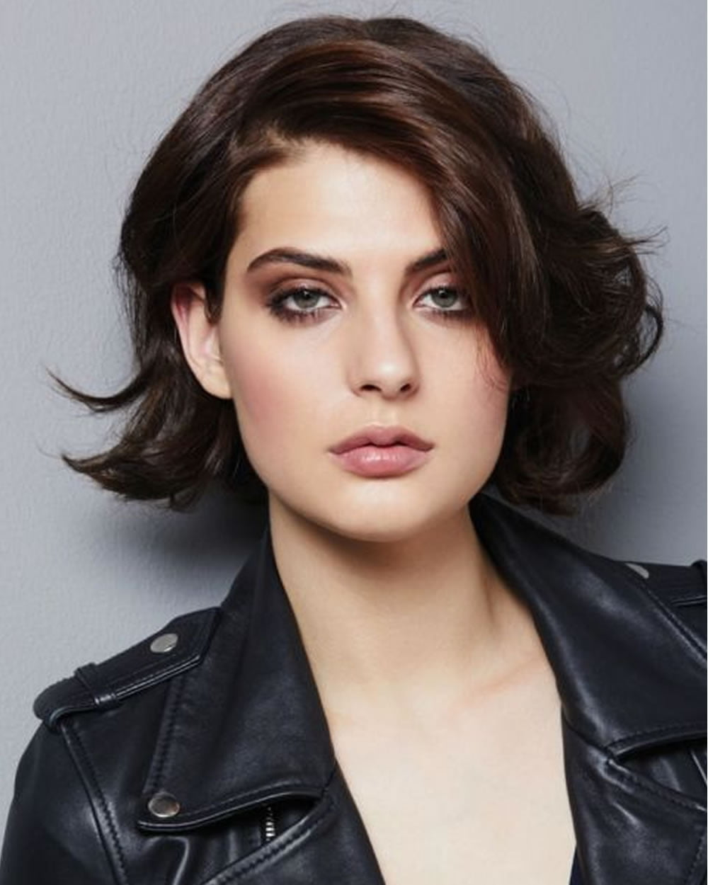Hey Ladies! Best 13 Short haircuts for round faces ...