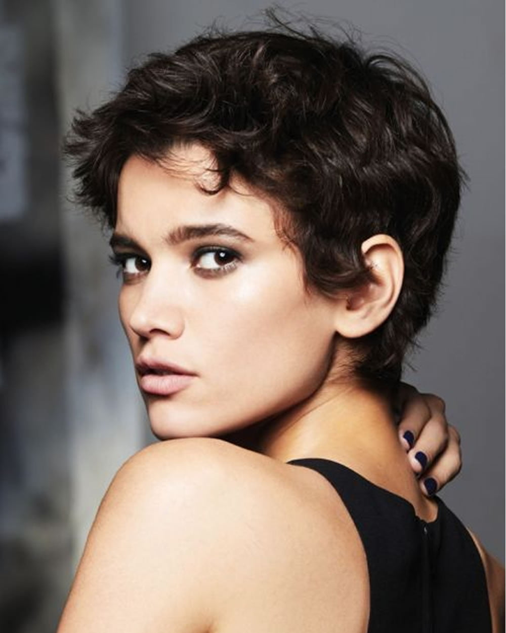 Hey Ladies Best 13 Short Haircuts For Round Faces Inspirations You