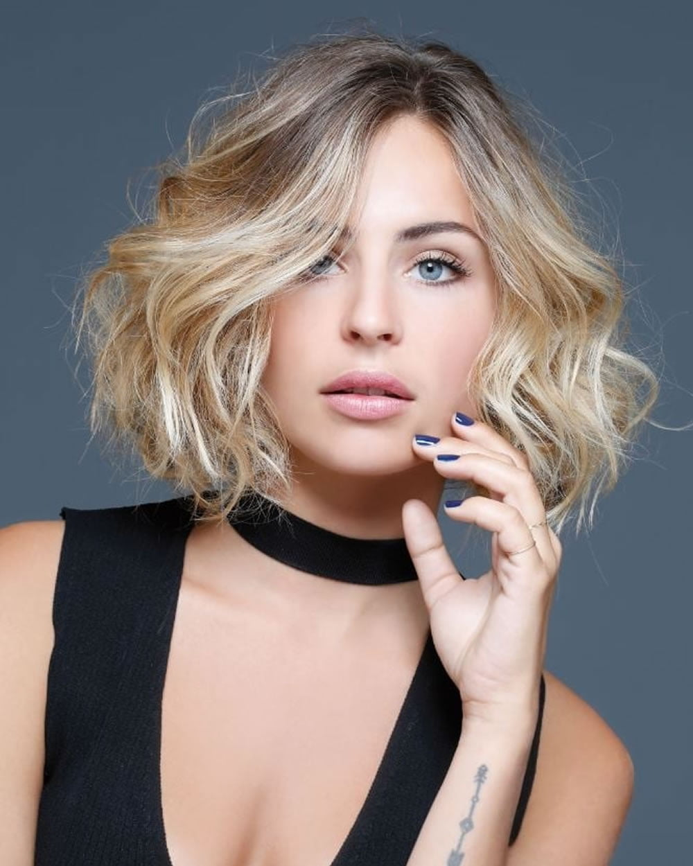 Center Parted Short Bob Hair Cut for Women with Round Faces