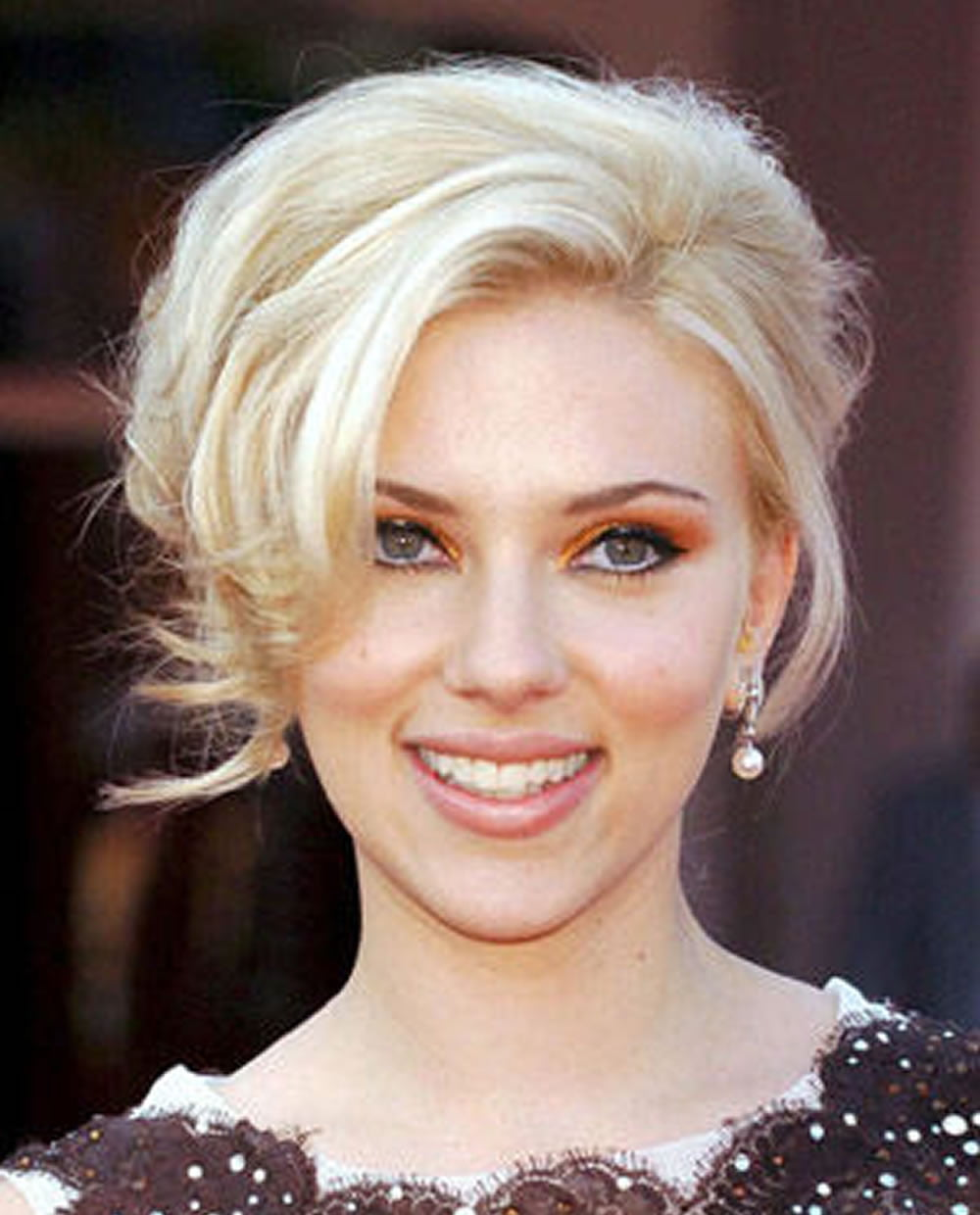 Scarlett Johansson's Hairstyles 2018 & Bob + Pixie Hair for Short Hair