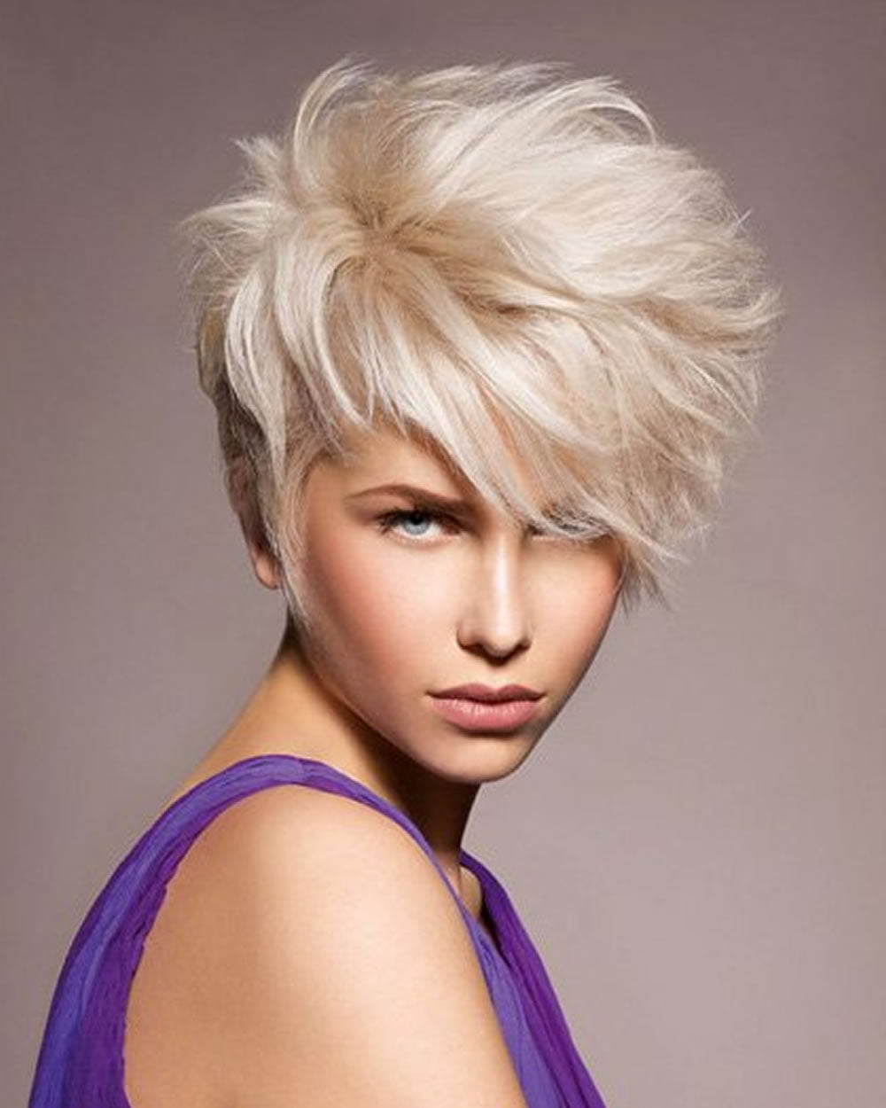 short haircut blonde nakef