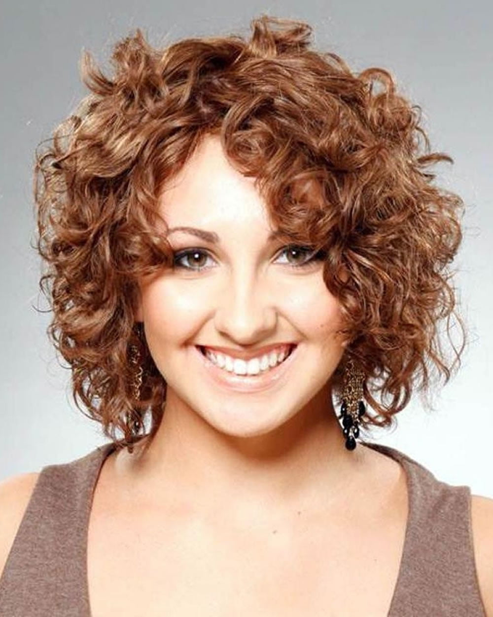 popular haircuts for curly hair 22 popular hairstyles for curly hair pixie bob 5646