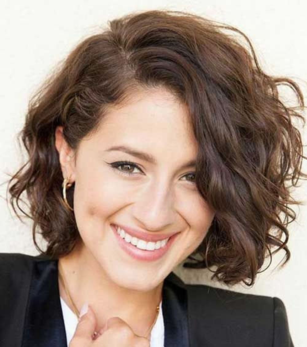 30 Trendy Curly Bob Haircuts And Hair Colors For Women
