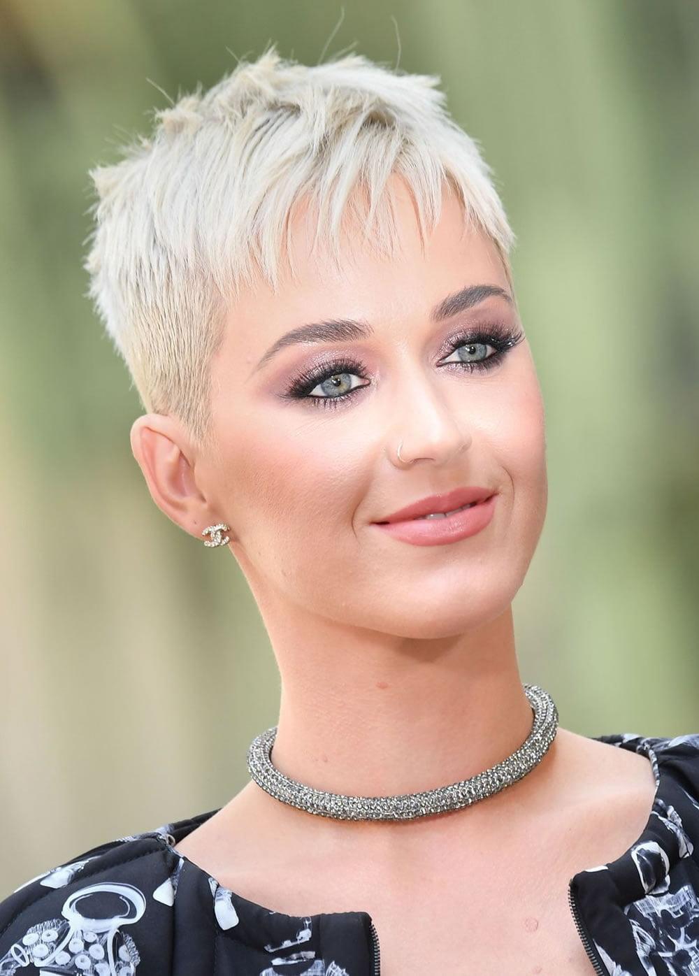 63 Best Short Haircuts of Famous Women – Cool Short ...