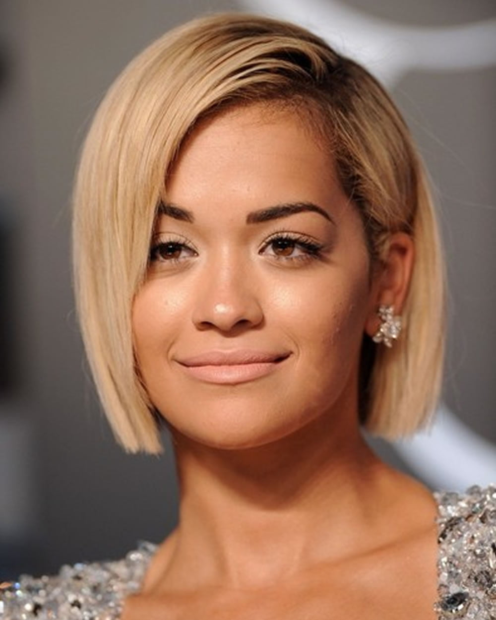 Rita Ora's Short (Pixie + Bob) Hairstyles for 2018