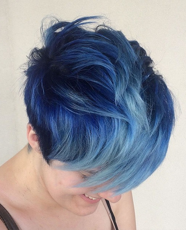 Фото бело синих волос на коротких волосах