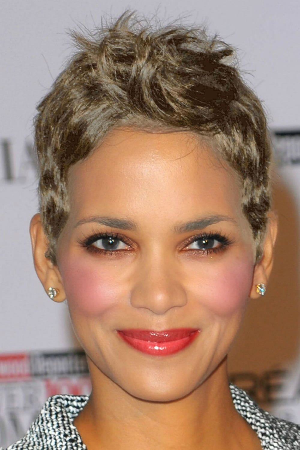 Latest Halle Berry\'s short hairstyles (Pixie + Short haircuts ...