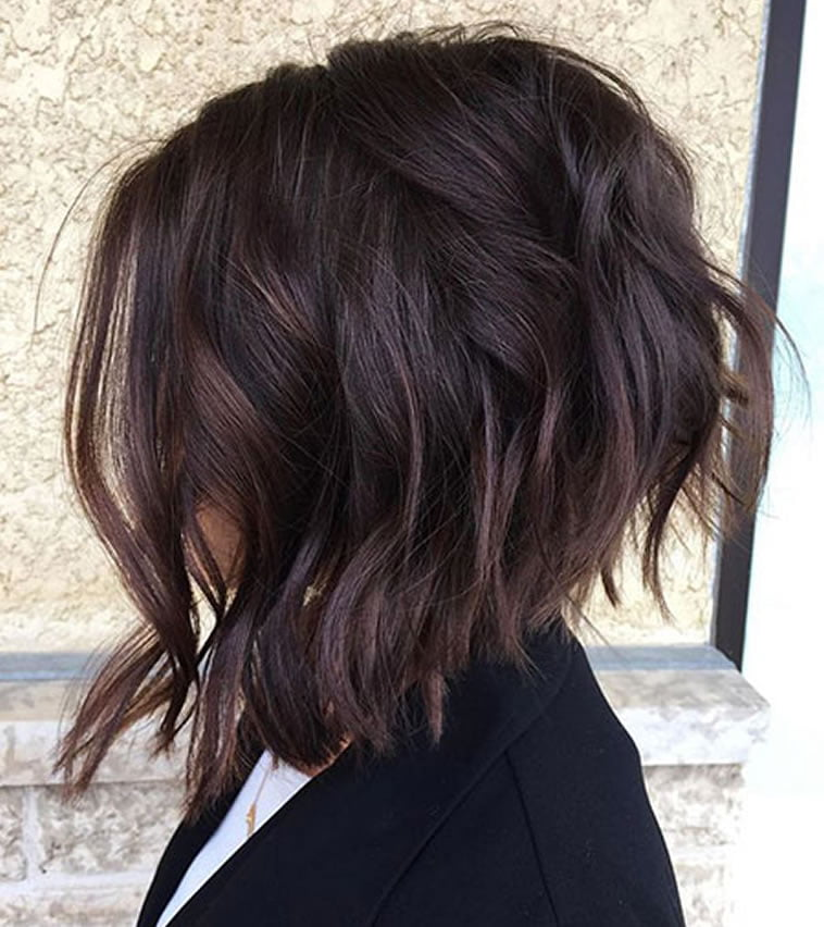 Asymmetrical wavy short hair