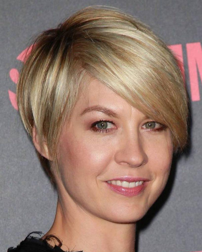 short haircut for women over 40