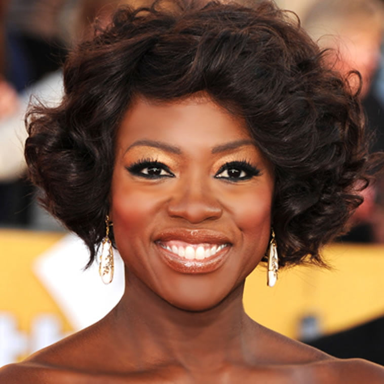 short wavy hairstyle for black women over 50