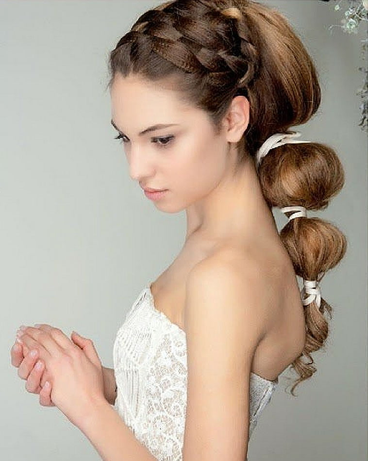 Wedding hairstyles for summer 2019-2020
