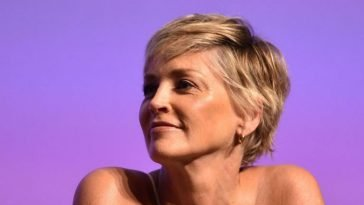 Short hairstyles and hair colors for women over 40