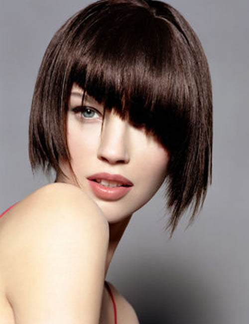 Asymmetrical shorthaircut with bangs