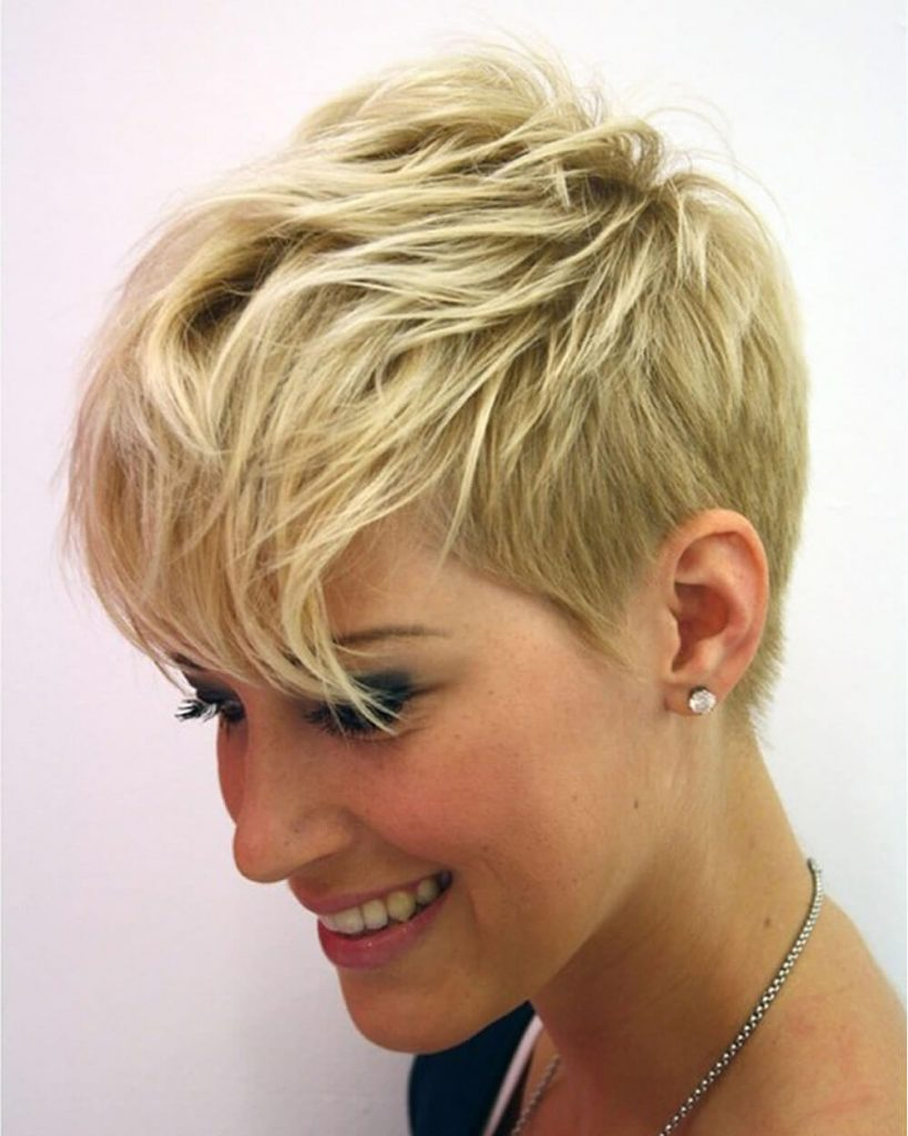 2020 pixie haircut for blonde women