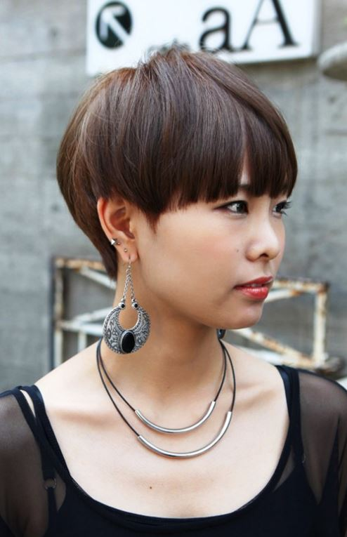 https://www.hairstyleslife.com/wp-content/uploads/2021/02/Short-haircuts-for-Asian-women-2021-2022-1.jpg